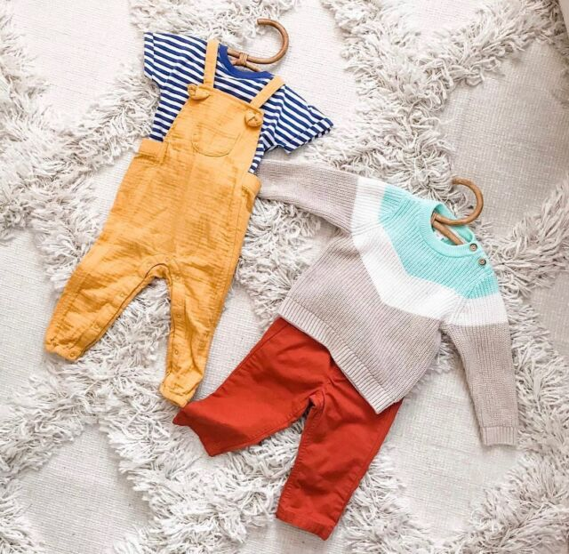 #BabyOOTD inspo for fall!   We are loving this adorable overall outfit— featuring our best-selling Rattan Baby Hangers. These hangers add vintage flare to your baby's wardrobe and are so trendy! Comment below if you 🤍 them as much as we do!  Available now on the Linen Perch website (link in bio) or on our IG store!